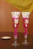 Verres de mariage avec le champagne Images stock