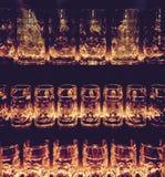 Verres pour la bière dans une rangée Photos libres de droits