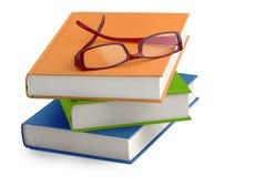 Verres sur une pile de livres Photos libres de droits