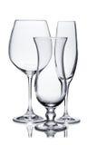 Verres vides de champagne, de vin rouge et d'ouragan sur le blanc Images stock