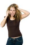 Verärgert und umgekippt am Telefon Stockfoto