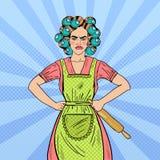 Verärgerte Hausfrau Pop Art Woman Holding Rolling Pin Stockfoto
