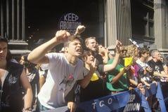 Verärgerte Protestierender, die an der für das Recht auf Abtreibung Sammlung singen Lizenzfreie Stockbilder