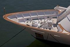 Verricello dell'ancoraggio su un yacht moderno del motore fotografia stock
