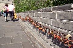 Verriegelungen an der Chinesischen Mauer von China stockfoto