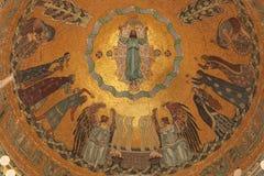 Verrijzenis van Jesus Art Nouveau Mosaic in Kerepesi Cemete stock foto's