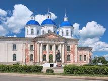 Verrijzeniskathedraal en monument aan Heilige Anna in Kashin, Rusland royalty-vrije stock afbeeldingen