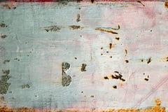 Verrosten Sie auf blauem und rosa altem gemaltem Metall Stockfotografie