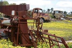 Verrostende landwirtschaftliche Maschinerie Stockfotos