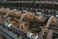Verrostende Maschinerie in der Fabrik Stockfoto