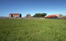 Verrostendes Bauernhofdach. Lizenzfreie Stockbilder