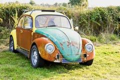 Verrostendes Käfer-Auto stockfotografie