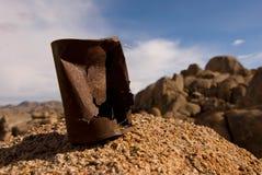 Verrostete Blechdose in der Wüste Lizenzfreies Stockbild