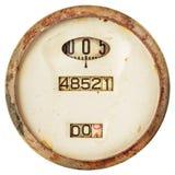 Verrosteter alter Geschwindigkeitsmesser lokalisiert auf Weiß stockbild