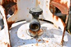 Verrosteter alter Propan-Zylinder-Abschluss oben stockfoto