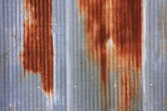 Verrostetes gewölbtes Blechabstellgleis Stockbilder