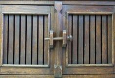 Verrou de porte en bois Photos libres de droits
