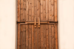 Verrou de porte en bois image stock