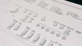 Verrouille l'instrument de musique électronique de synthétiseur avec des clés Instrument de musique professionnel Texture de film Image stock