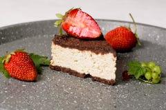 Verrukkelijke cacaocake met kwark het vullen Stock Afbeelding