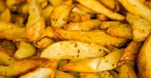 Vers aardappel in de schilwiggen voor zich het richten bij een collectieve gebeurtenis stock afbeeldingen