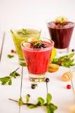 Vers bes en fruit smoothies Royalty-vrije Stock Foto's