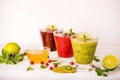 Vers bes en fruit smoothies Stock Afbeelding