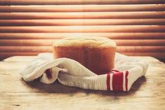 Vers brood door het venster Stock Afbeeldingen