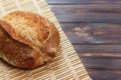 Vers brood op houten lijst Hoogste mening met ruimte voor uw tekst Royalty-vrije Stock Fotografie