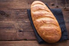 Vers brood op houten lijst Hoogste mening met ruimte voor uw tekst Royalty-vrije Stock Foto's