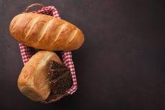 Vers brood op steenlijst Hoogste mening met ruimte voor uw tekst Stock Fotografie