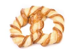 Vers buitensporige gebakken pretzel. Stock Afbeeldingen