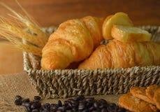 Vers croissant op houten achtergrond Royalty-vrije Stock Foto's