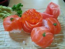Vers en gezonde voeding van Zalmsushi met ikurakaviaar Royalty-vrije Stock Foto