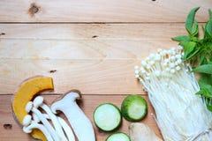 Vers en natuurvoeding op houten achtergrond Stock Foto
