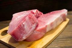 Vers en sappig marmerrundvleeslapje vlees Aankoop in de vleesafdeling royalty-vrije stock foto