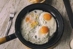 Vers Fried Eggs op Olie Royalty-vrije Stock Foto