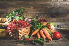 Vers fruit, bes en groenten stock afbeelding