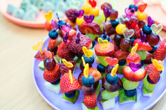 Vers fruit op vleespennen royalty-vrije stock foto's