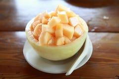 Vers Fruitkantaloep op ijs in Kantaloepkom Stock Foto's
