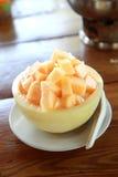Vers Fruitkantaloep op ijs in Kantaloepkom Royalty-vrije Stock Afbeelding