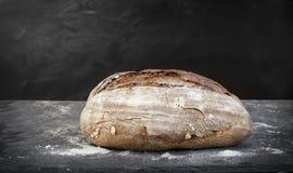 Vers gebakken artisanaal brood royalty-vrije stock foto's