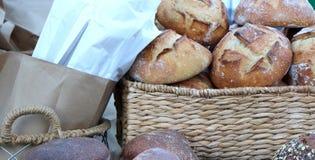 Vers Gebakken Brood bij Heerlijke de Markt van de Landbouwer royalty-vrije stock foto