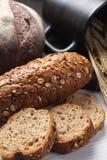 Vers gebakken brood met oren van tarwe Gele tarwe Het ontbijt is Royalty-vrije Stock Afbeeldingen