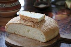 Vers gebakken huisbrood met sesam Royalty-vrije Stock Foto's