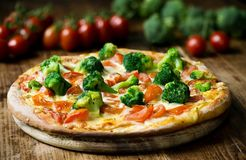 Vers Gebakken Pizza met Vegeetables stock afbeelding