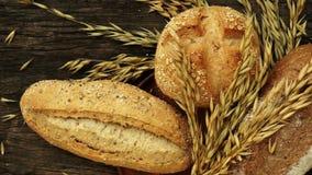 Vers gebakken traditioneel brood stock footage