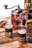 Vers gebrouwen koffie in de oude stijl Stock Foto