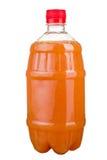 Vers gedrukt sap in een plastic fles Limonade op meeneem op een witte achtergrond Vers sap royalty-vrije stock foto's