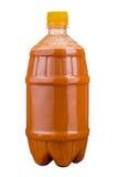 Vers gedrukt sap in een plastic fles Limonade op meeneem op een witte achtergrond Vers sap royalty-vrije stock fotografie